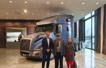 nitin-gadkari-at-volvo